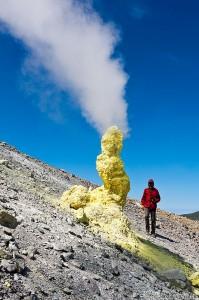 Фумарола на вулкане Эбеко Курильские острова 2,5 метра