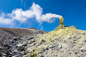 Фумарола на вулкане Эбеко Курильские острова2