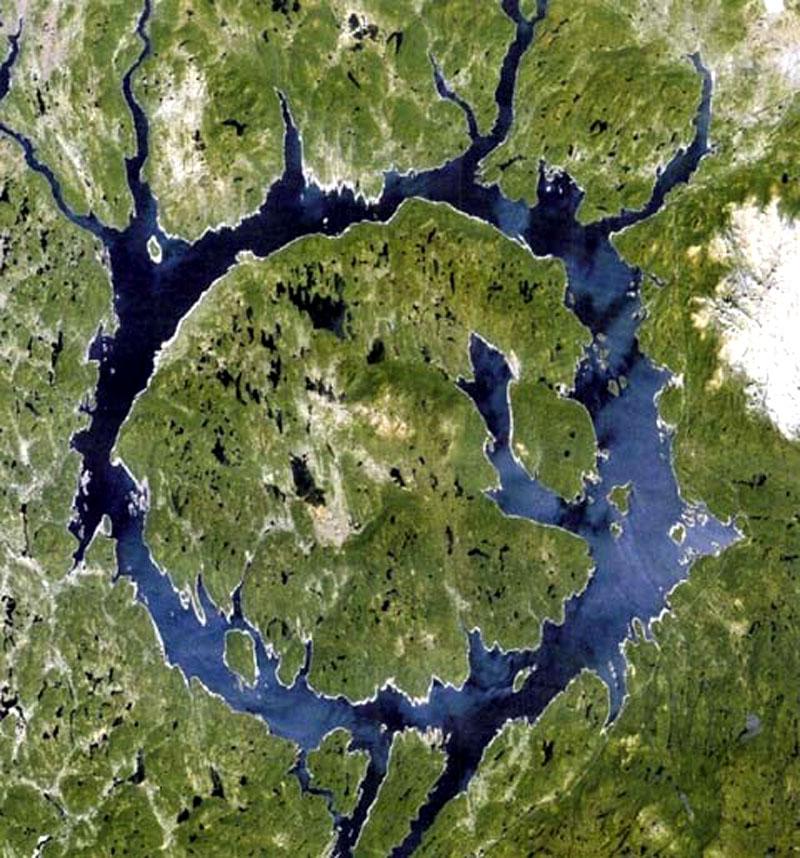 кратер Маникуаган Канада