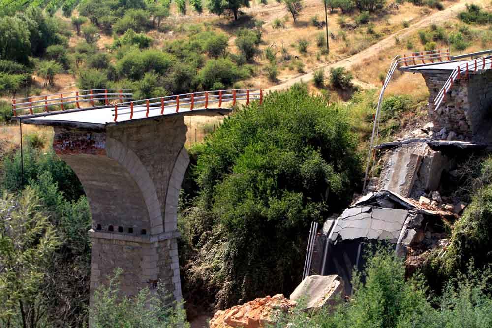 Поврежденные автострад в Чили