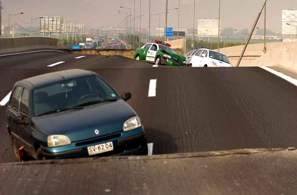 Поврежденные автострад в Чили2