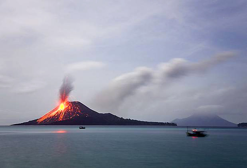 Вулкан Кракатау Индонезия