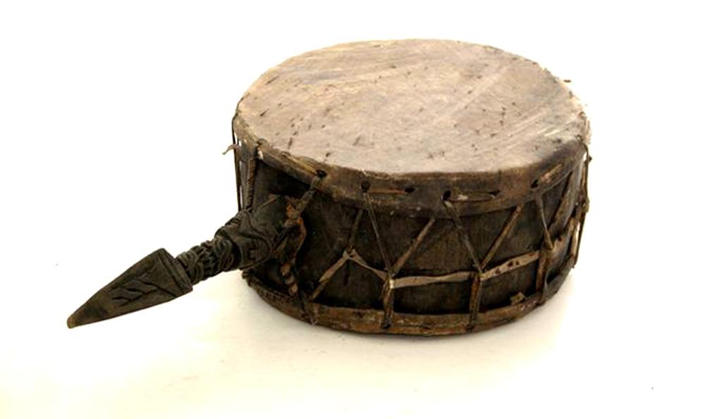 Древний барабан из звериных шкур